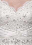 Цвета: айвори.  Материал и отделка: атлас; лиф - кружево, платье расшито...